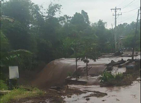 Banjir bandang menghantam-Kabupaten-Mitra